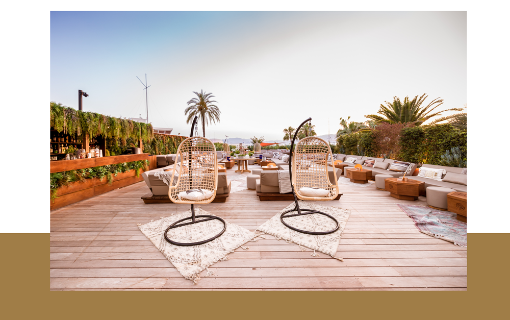 présentation du rooftop cloud nine à cannes avec une terrasse à la vue imprenable sur la baie