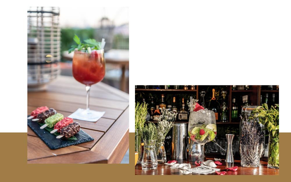 cocktails colorés et fruités sur le comptoir du bar avec une assiette de glaces sur bâtonnet colorées