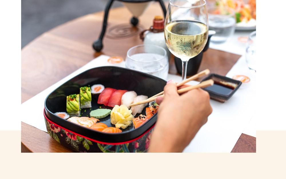 dégustation de délicieux sushi à base de produits frais au restaurant bâoli cannes
